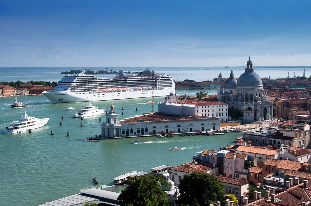 【イタリア】ヴェネツィアの大気汚染が深刻化。観光用大型クルーズ船の排ガスが原因 1