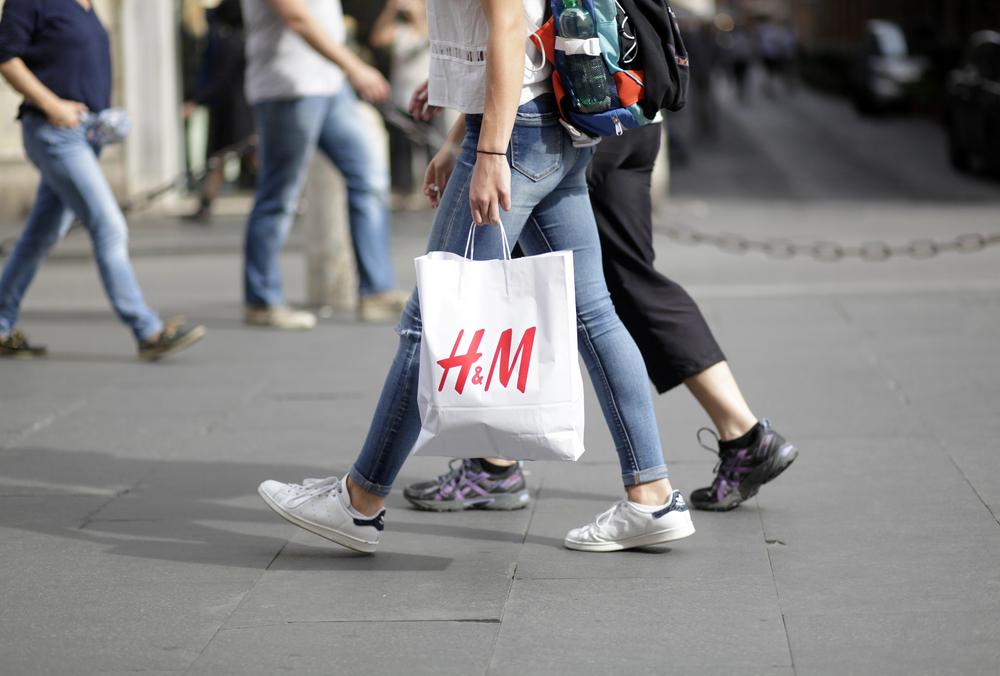 【イギリス】H&M、アフリカ系少年モデルを起用した商品画像が人種差別の批判。各国で不買運動も 1