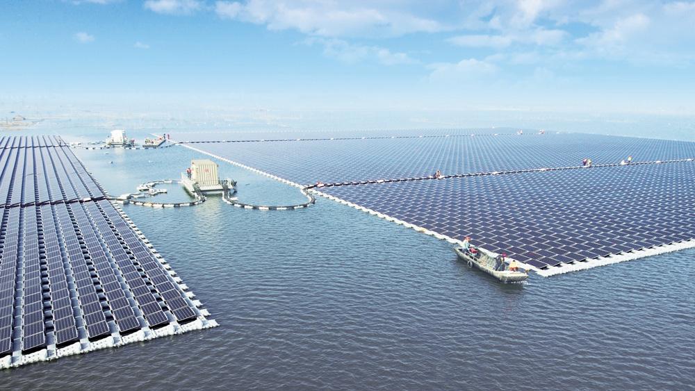 【中国】内陸湖沼での浮体式メガソーラー導入進む。2018年5月には150MW発電所完成 1