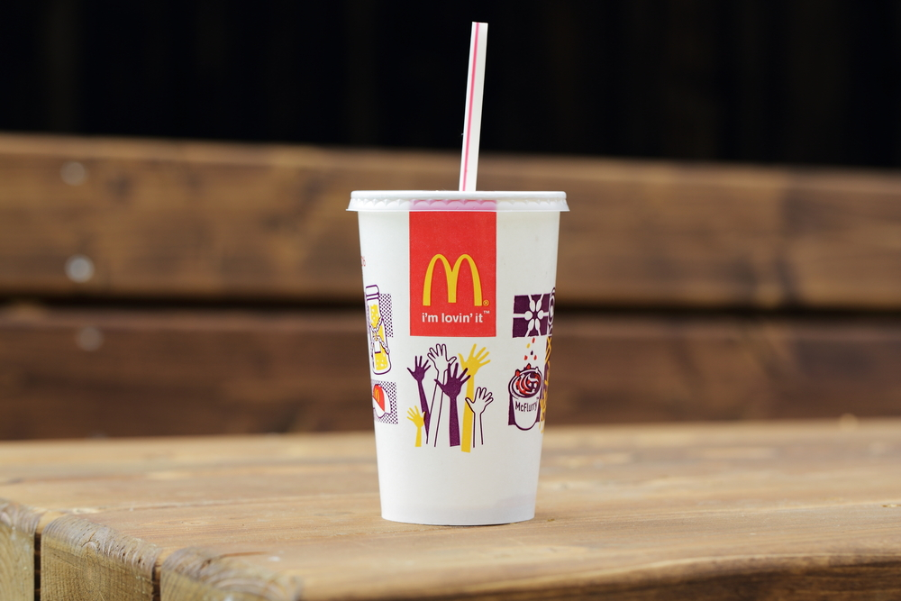 【イギリス】マクドナルド、プラスチック製ストローを段階的に廃止。欧州で進むプラスチック離れ 1