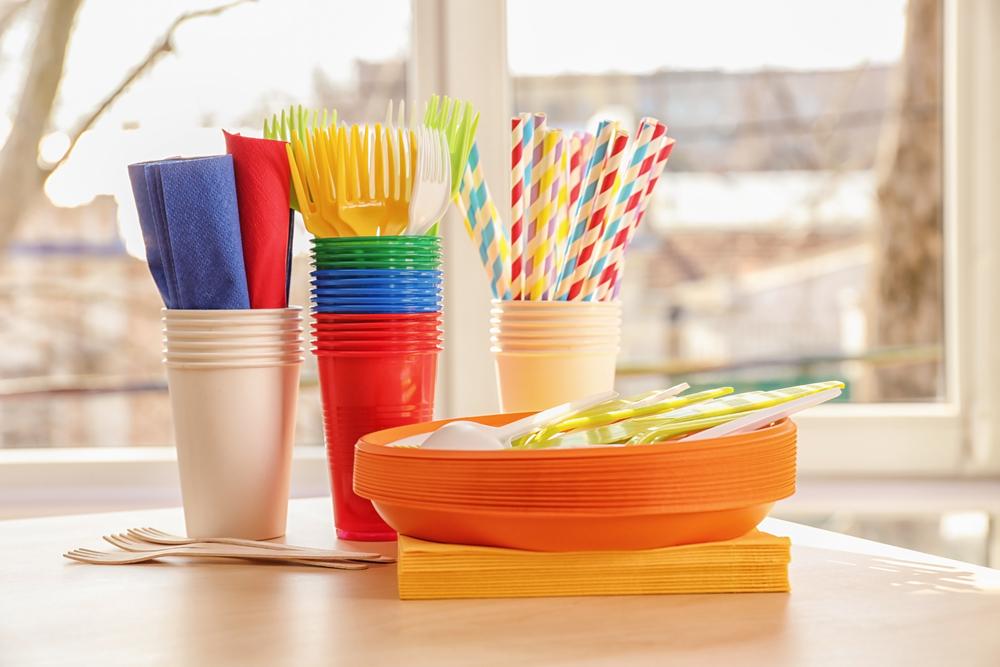 【EU】欧州委員会、使い捨てプラスチック製品の大規模使用禁止法案提出。ストロー、食器等 1