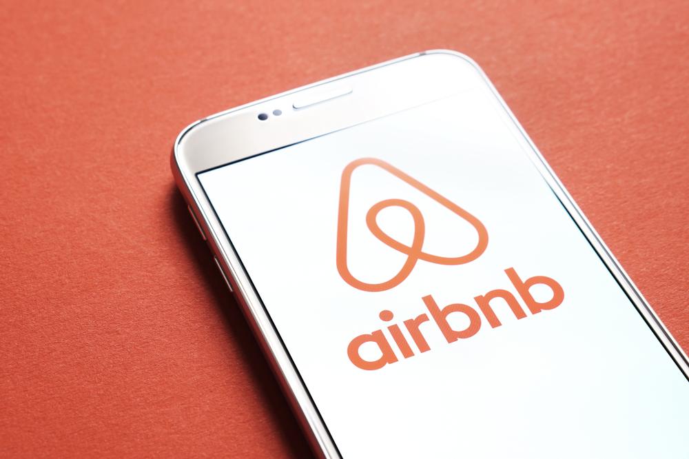 【日本】Airbnb、民泊新法施工に伴い無届物件の宿泊予約を全てキャンセル。金銭補償対応 1