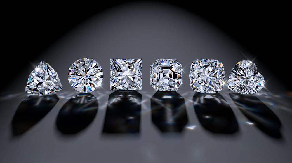 【南アフリカ】デビアス・グループ、人工ダイヤモンド宝石生産を開始。天然採掘品の半値 1