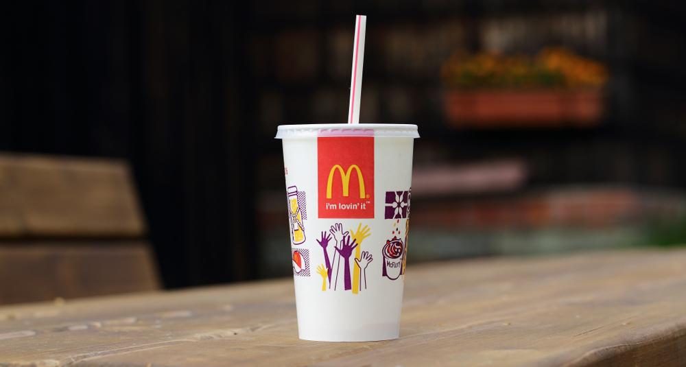【アメリカ】マクドナルドとスターバックス、飲料カップごみ削減で連携。プラスチック・紙双方 1