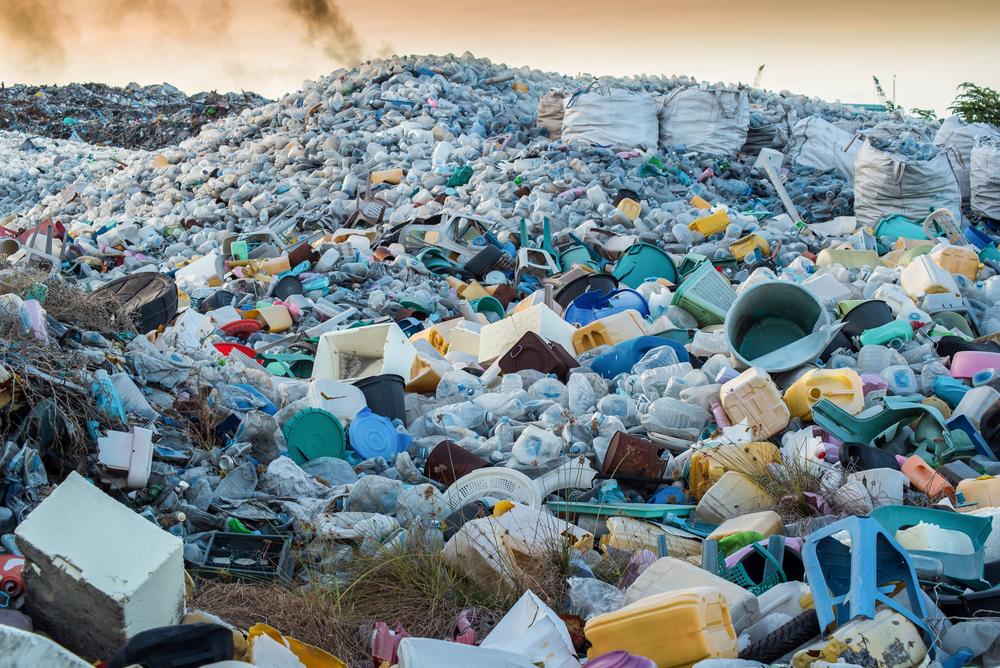 【国際】世界のプラスチック廃棄物の60%を輸入してきた中国の輸入禁止措置。日本も対策必要 1