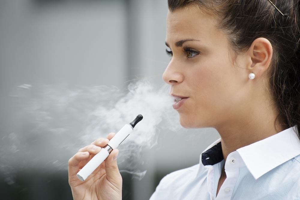 【香港】行政長官、電子たばこ禁止法導入方針を発表。若年層の喫煙助長を懸念 1