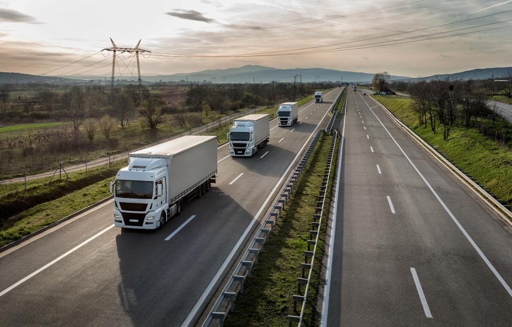 【ドイツ】インテルとSimacan、トラック隊列走行を2020年までに実現。CO2削減、渋滞緩和に期待 1