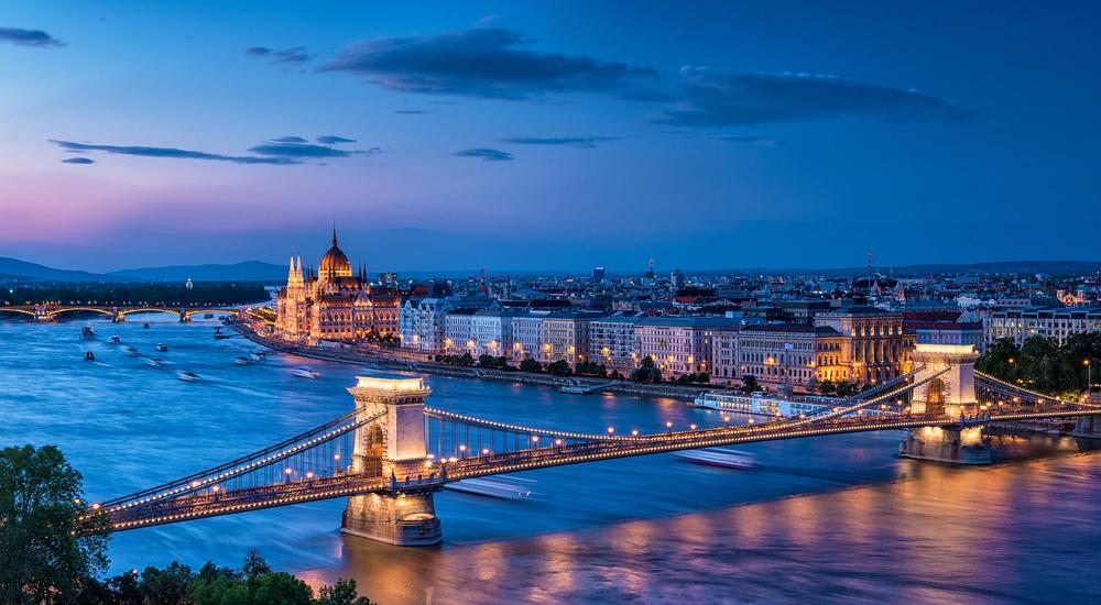 【ハンガリー】政府、時間外労働上限を年間250時間から400時間に引き上げ。「奴隷法」との批判も 1