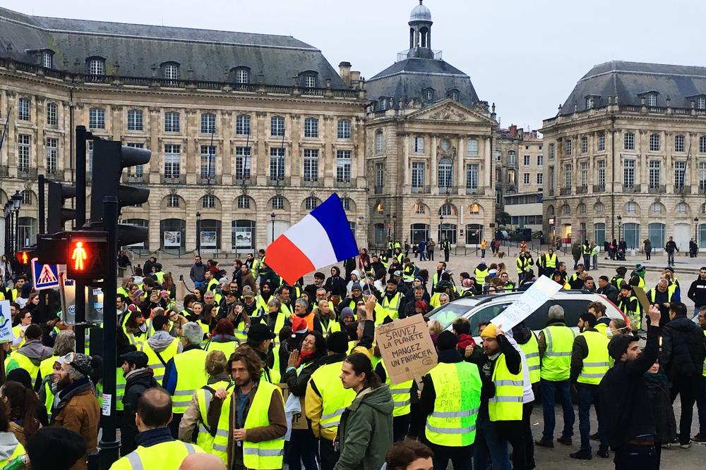 【フランス】燃料費増に反対の「黄色いベスト運動」計4回の大規模暴動。マクロン大統領は所得向上で対応 1