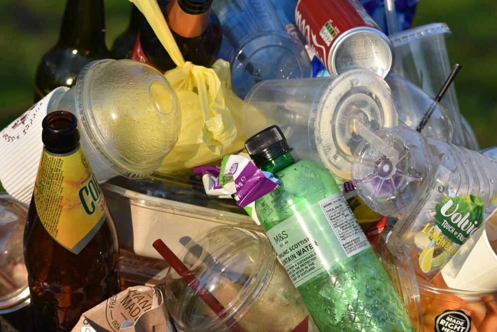 【イギリス】政府、廃棄物リサイクルの包括政策案公表。プラスチック容器課税やDRS導入等 1