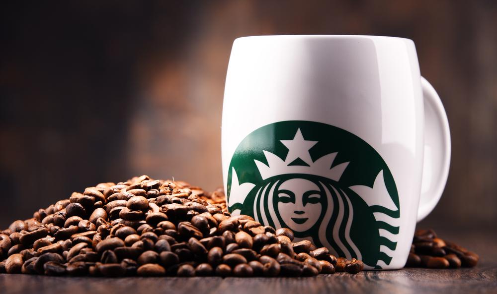 【アメリカ】スターバックス株主、マグカップ等での飲料提供割合25%以上の提案に44.5%が賛成 1