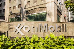 【アメリカ】エクソンモービル株主、議長・CEO分離の株主提案で40.8%賛成。経営陣に気候変動圧力強める 1