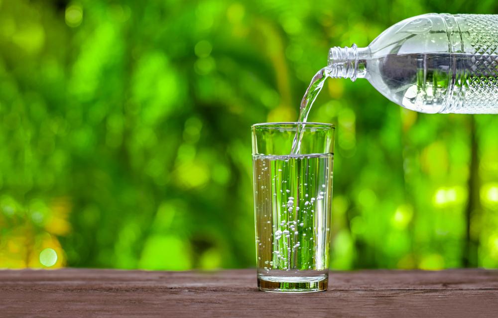【国際】人は毎年マイクロプラスチックを約12万個摂取。ペットボトル水の場合はさらに9万個 1