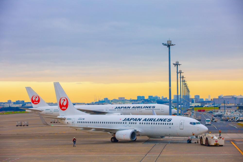 【日本】JAL、4月から女性従業員のヒール・パンプス着用義務を撤廃。「多様なニーズ」 1