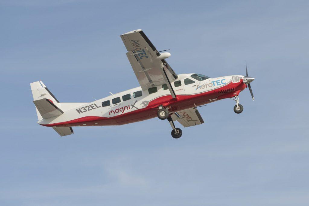 【アメリカ】magniXとAeroTEC、電動セスナ機の30分間飛行テストに成功。電動航空機の歴史創る 1