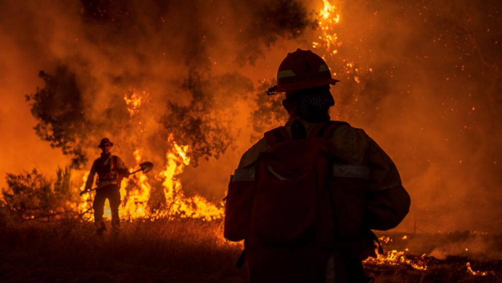 【アメリカ】カリフォルニア州大規模山火事、すでに61万haの森林を焼失。10万人以上が避難 1