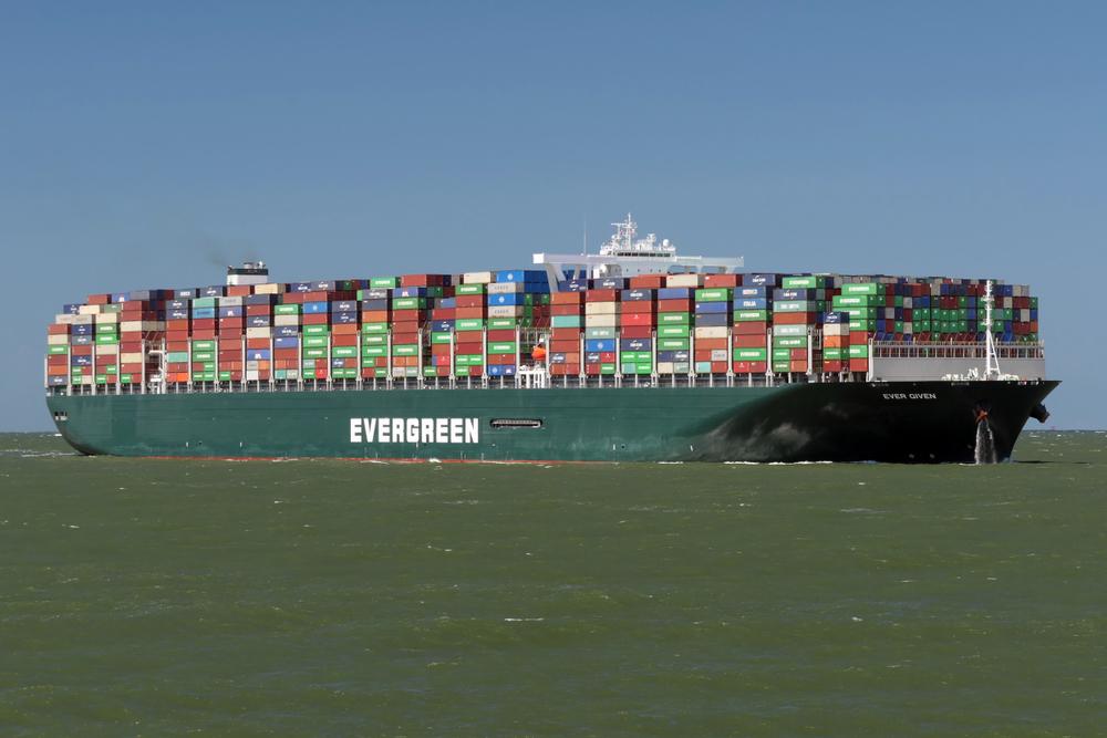 【エジプト】エバーグリーンの超大型コンテナ船、スエズ運河で座礁。運河機能が完全停止 1