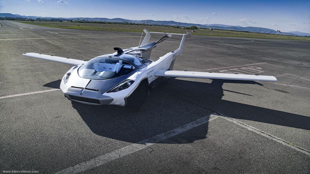 【スロバキア】クライン・ビジョン、空陸両用車AirCarの都市間フライトに成功。米国ではテラフージアも開発 1
